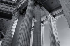 Kazan Katedralna kolumnada w St Petersburg, Rosja St Petersburg architektury tło w monochromatycznych brzmieniach zdjęcie royalty free