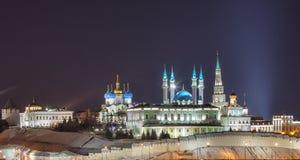 Kazan Kreml på natten arkivbild