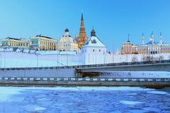Kazan Kremlin, het complex van Gouverneurspaleis, noordelijk geval van Kanonwerf, de moskee van Qol Sharif stock foto