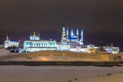 Kazan Kremlin illuminé la nuit Le Tatarstan images libres de droits