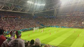 KAZAN, RÚSSIA - 20 de junho de 2018: Irã-Espanha do fósforo do campeonato do mundo 2018 de FIFA - estádio da arena de Kazan - - e vídeos de arquivo