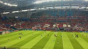 KAZAN, RÚSSIA - 20 de junho de 2018: O campeonato do mundo 2018 de FIFA - estádio da arena de Kazan - combine a Iram-Espanha video estoque