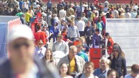 Kazan, Rússia - 16 de junho de 2018: O campeonato do mundo 2018 do Fifa - ventile a zona com os espectadores do futebol filme