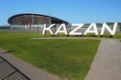 Kazan, Rússia - 26 de maio de 2018: ` De Kazan do ` da inscrição antes do estádio de futebol Imagens de Stock Royalty Free