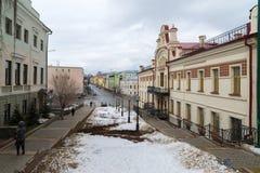 Kazan, Rússia - 25 de março 2017 O departamento da política de alojamento no centro histórico da cidade é rua de Mislavsky Imagens de Stock