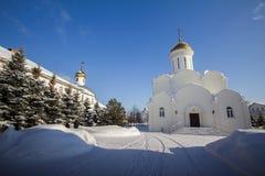 Kazan, Rússia, o 9 de fevereiro de 2017, monastério de Zilant - a construção ortodoxo a mais velha na cidade - o pátio no dia ens Imagens de Stock