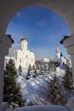 Kazan, Rússia, o 9 de fevereiro de 2017, monastério de Zilant - a construção ortodoxo a mais velha na cidade - o pátio no dia ens Imagem de Stock