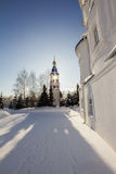 Kazan, Rússia, o 9 de fevereiro de 2017, monastério de Zilant - a construção ortodoxo a mais velha na frente do sol Imagem de Stock Royalty Free