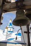 Kazan, Rússia, o 9 de fevereiro de 2017, sino do ferro na torre para dentro no monastério de Zilant Fotografia de Stock Royalty Free