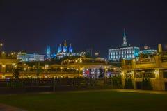 Kazan, rep?blica de Tartarist?o, R?ssia Vista do Kremlin de Kazan com palácio presidencial, catedral do aviso, torre de Soyembika imagem de stock royalty free