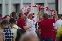 KAZAN ROSJA, CZERWIEC, - 22, 2018: FIFA puchar świata - mężczyzna fan piłki nożnej raduje się i krzyczy w tłumu przy Bauman ulicą Obraz Royalty Free