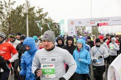 KAZAN, ROSJA - 23, 2017: maratonów biegacze przy początkiem Kazan M Obraz Stock