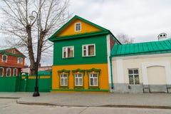 Kazan Rosja, Marzec, - 28 2017 Antyczny drewniany dom w Tatar Sloboda, zwyczajny uliczny Kayum Nasiry Fotografia Royalty Free