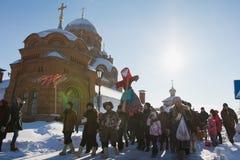 Kazan, Rosja Sviyazhsk wyspa: - 28 2017 Luty - Naleśnikowy tydzień - Rosyjski ethnical karnawałowy Maslenitsa Obrazy Royalty Free