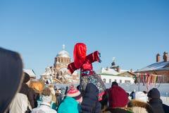 Kazan, Rosja Sviyazhsk wyspa: - 28 2017 Luty - Naleśnikowy tydzień - Rosyjski ethnical karnawałowy Maslenitsa Zdjęcia Royalty Free