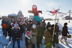 Kazan, Rosja Sviyazhsk wyspa: - 28 2017 Luty - Rosyjski etniczny karnawałowy Maslenitsa - naleśnikowy tydzień, ostatki Fotografia Stock