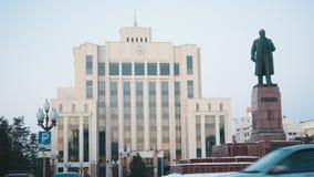 Kazan, Rusia 01-12-2018 - Institución del estado y monumento de Lenin metrajes