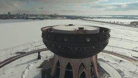 Kazan, Rusia 16-03-2019: Vista panorámica del Kazán Una vista en la costa Un Kazán el Kremlin en otro lado de almacen de video