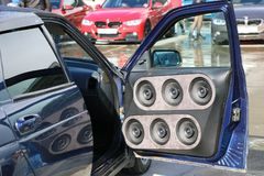 KAZAN, RUSLAND, 29 APRIL, 2018: Auto toon - Autogeluid 2018 royalty-vrije stock afbeeldingen