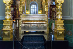 Kazan, Rusland - breng 26 in de war 2017 De Overblijfselen van Heilige Guria in Kathedraal van Aankondiging in het Kremlin stock afbeeldingen