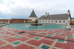 Kazan, Rusland - breng 26 in de war 2017 Steen ter ere van restauratie van de moskee die van Kul wordt gelegd Sharif stock afbeelding