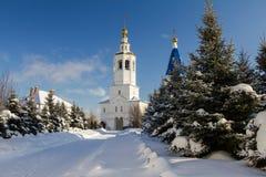 Kazan, Rusland, 9 februari 2017, Zilant-klooster - de oudste orthodoxe bouw in stad - de zonnige dag van de de wintersneeuw Stock Afbeelding