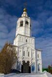 Kazan, Rusland, 9 februari 2017, Zilant-klooster - de oudste orthodoxe bouw in stad - de zonnige dag van de de wintersneeuw - ver Royalty-vrije Stock Afbeelding