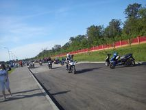 KAZAN, RUSLAND - MEI 19, 2012: De openluchtfiets toont in de stad een tentoonstelling van sporten en klassieke motorfietsen, dive Royalty-vrije Stock Afbeeldingen