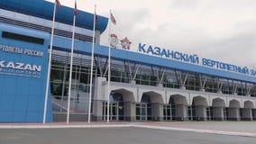 Kazan, Russia - 15 febbraio 2018: La costruzione principale della pianta dell'elicottero di Kazan, producendo la serie leggendari archivi video