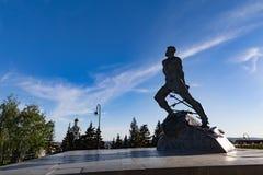 KAZAN, RUSSIA - 13 MAGGIO: Monumento al poeta ed al Re tartari sovietici Immagine Stock