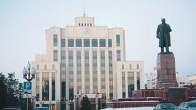 kazan russia 01-12-2018 - Tillståndsinstitution och Lenin monument royaltyfria foton