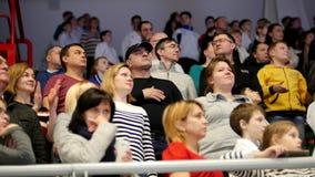 Kazan, Russie, le 8 avril 2017, palais de ` simple Ak de combats barre la concurrence WKF de karaté d'enfants de ` - serrez les s banque de vidéos