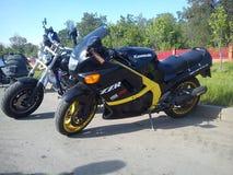 KAZAN, RUSSIE - 19 MAI 2012 : L'exposition en plein air de vélo dans la ville est une exposition des sports et des motos classiqu photographie stock