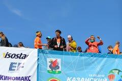 KAZAN, RUSSIE - 15 MAI 2016 : marathoniens à la ligne d'arrivée après 42 0,85 kilomètres Images libres de droits