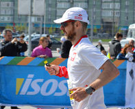 KAZAN, RUSSIE - 15 MAI 2016 : marathoniens à la ligne d'arrivée après 42 0,85 kilomètres Photo stock