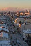 KAZAN RYSSLAND - DECEMBER 11, 2016: mitt av Kazan - gammal ortodox kyrka, kremlin, moské Kull Shariff, Bauman gata Royaltyfri Bild