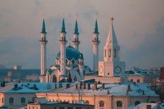 KAZAN RYSSLAND - DECEMBER 11, 2016: mitt av staden - kremlin, moské Kull Shariff Vintersolnedgång, telephoto, slut upp Fotografering för Bildbyråer