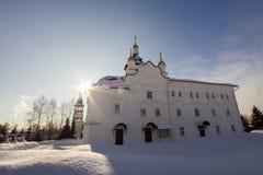 Kazan Ryssland, 9 februari 2017, Zilant kloster - vit kristen kyrka på den vinter fryste soliga dagen, religiongränsmärke arkivbilder