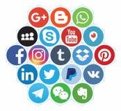 KAZAN RYSSLAND - Oktober 26, 2017: Samling av popul?ra sociala massmedialogoer som skrivs ut p? papper royaltyfria bilder