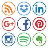 KAZAN RYSSLAND - Oktober 26, 2017: Samling av popul?ra sociala massmedialogoer som skrivs ut p? papper royaltyfri illustrationer