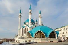 Kazan Ryssland - 23 02 2016: Republik av Tatarstana Sikt av den Kazan Kreml med den Qolsharif moskén i mitten royaltyfria foton