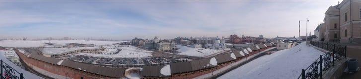 Kazan, Tartaristão, quadrado do palácio, a terraplenagem Kazanka Foto de Stock Royalty Free