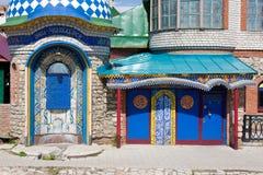 KAZAN, TATARSTAN - MEI 08, 2014: Entrancel in Al Godsdienstentempel in Kazan, Rusland IT bestaat uit verscheidene types van godsd Stock Foto's
