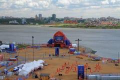 Kazan, Tatarstan, Rusland - Jun 21, 2018: De VENTILATOR van FIFA van FEST en stad op rivierbank Royalty-vrije Stock Afbeeldingen