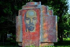 Kazan Tatarstan, Ryssland - Maj 29, 2019: Sikt av monumentet till V I Lenin i en av staden parkerar av Kazan royaltyfri bild