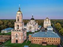 Kazansky kvinnlig kloster i Vyshny Volochyok, Ryssland arkivfoto