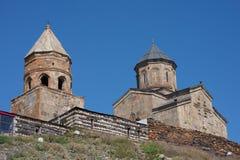 Kazbegi (Stepantsminda), la Géorgie - l'église de trinité Photos libres de droits