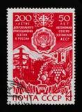Kazbek山、北部奥塞梯自治苏维埃社会主义共和国的工业设施和胳膊,大约1974年 图库摄影