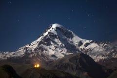 Kazbek τη νύχτα στοκ εικόνα