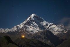 Kazbek alla notte Fotografie Stock
